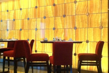 Modern Decor in the eating area