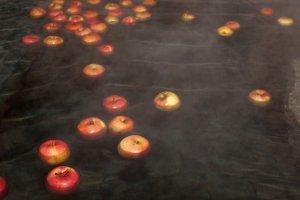 กลิ่นของแอปเปิ้ลทำให้รู้สึกศึกดิ์สิทธิ์ จนทำให้ฉันเกือบจะกินแอปเปิ้ลเหล่านั้น