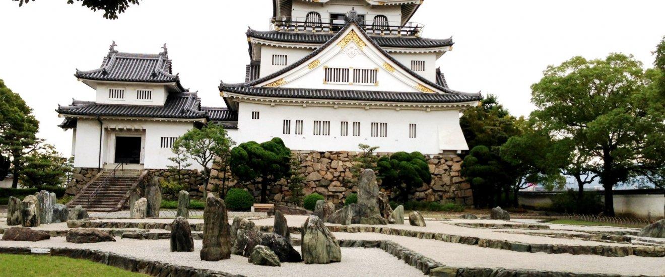 岸和田南海駅、岸和田城はフリーWi-Fiが使える場所の一つです。(前もって大阪観光局で登録が必要です)