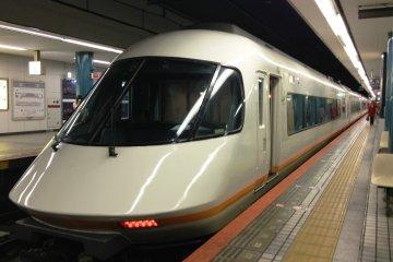 <p>在大阪中心街的大部分主要电车站,比如大阪站,京阪,近铁,JR等地均可以使用免费wi-fi。虽然都说地下铁车站内无法使用wi-fi,但是,我相信不久便会有覆盖到地下的wi-fi出现哦</p>