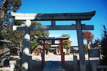 <p>Welcome&nbsp;gate at&nbsp;Inari shrine</p>
