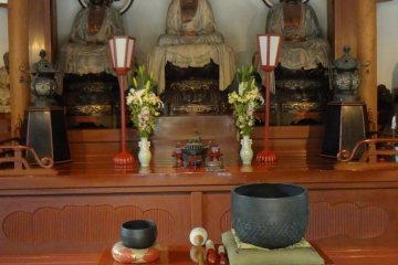 There are three principle images at the center of the hall. From the left: Amitabha, Buddha, and Maitreya. Each of them implies respectively: the past, present and future.