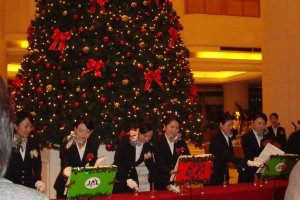 Hotel Nikko Tokyo employees performing in the lobby on Christmas Eve.