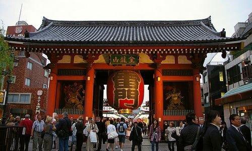 ประตู คามินาริ ณ หน้าวัดอะซาคุซะ