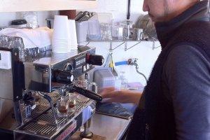 Love Crepe barista