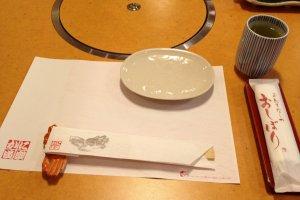 บนโต๊ะก่อนมีอาหารมาเสริฟ
