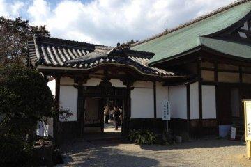 The former Momoyama Castle reception hall entrance at Noma Daibou