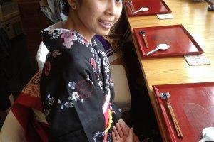 ทานอาหารที่ร้าน Hiyori ร้านอาหารแห่งนี้ ผู้ที่มาทานอาหารส่วนใหญ่ก็แต่งชุดกิโมโนเช่นกัน