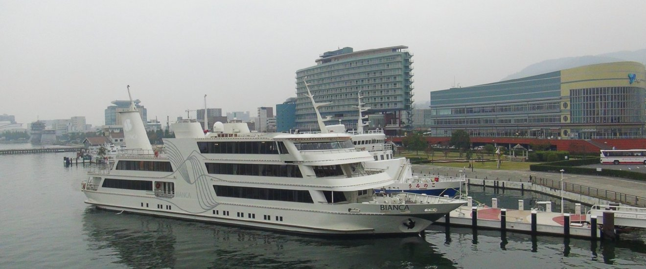 The Michigan Cruiser Pleasure Boat: Departs fromthe port ofHamaotsu,Otsu City, Shiga Prefecture.
