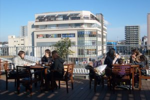Keep an eye on the competition: the terrace overlooks neighboring shopping center Shonan Luz.
