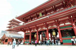 วัดเซนโซจิ ใหญ่โตอลังการสมเป็นวัดดังเมืองหลวงโตเกียว