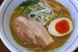 Maroyaka Gyokai (Seafood broth) Ramen