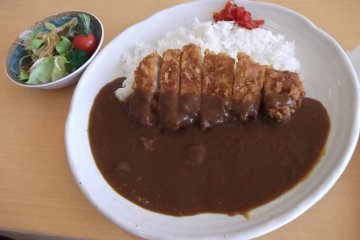 <p>Lunchtime curry in Shofu-ken restaurant</p>