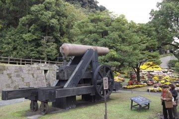 <p>The big cannon near the entrance</p>