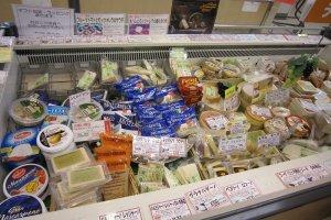 フランス・イタリアのチーズを中心に約50種類が揃っている