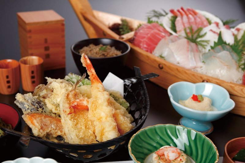 Freshly fried tempura is served hot onboard. Also renowned for the superb dishes prepared by their chefs.