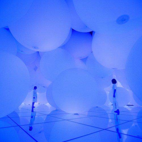 Free Floating Spheres of Light