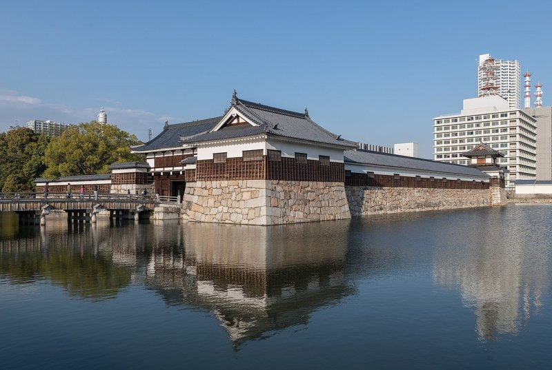 A west view of Hiroshima Castle, depicting the Hira-Yagura turret part of the Ninomaru